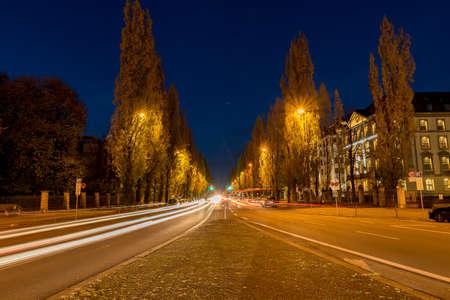 The huge traffic in Munich on the Leopoldstrasse 版權商用圖片