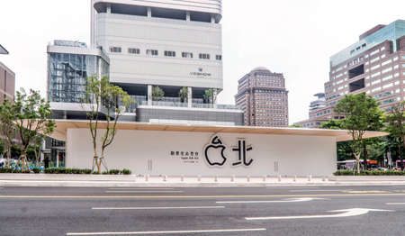 Taipei, Taiwan - June 6, 2019: Taiwans second Apple Store ? Apple Xinyi A13 ? in new Far Eastern Department Store, Xinyi district of Taipei. 에디토리얼
