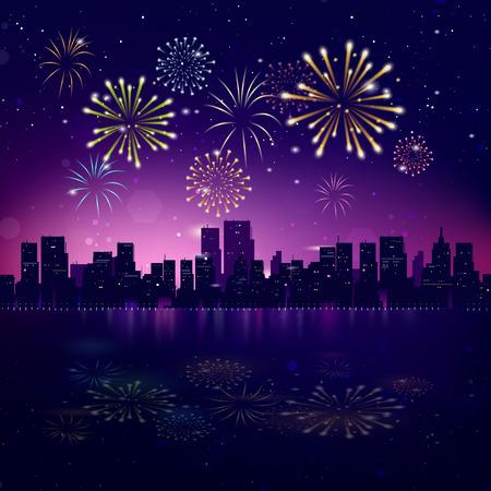 fuegos artificiales: Noche del horizonte de la ciudad con los fuegos artificiales. Antecedentes del vector del paisaje urbano de vacaciones