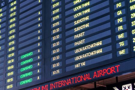 Flight Arrival and Departure Information Timetables Board in Airport 스톡 콘텐츠