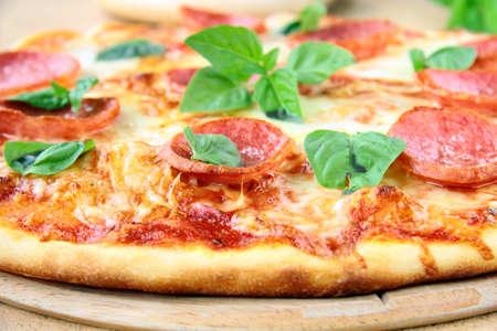 신선한 뜨거운 페퍼로니 피자 - 근접 촬영