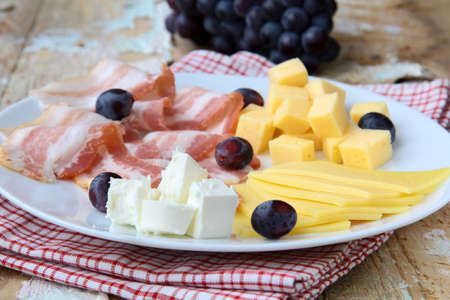 pinot grigio: Snack cheese plate with grapes  and smoked bacon