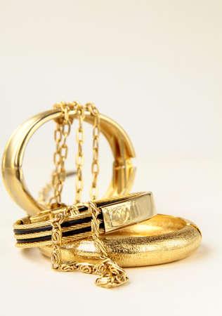 金: 金の宝石類、ブレスレット、鎖 写真素材