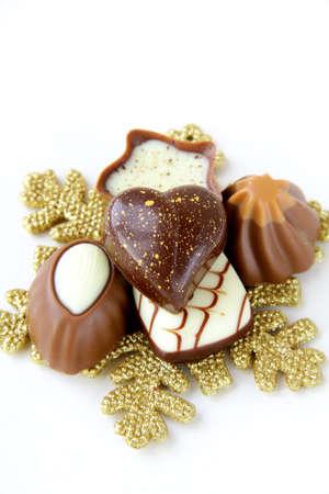 praline: chocolade praline op witte achtergrond Stockfoto