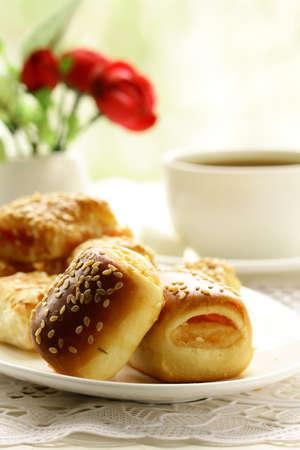 english breakfast tea: Fresh muffins and tea, breakfast on the veranda