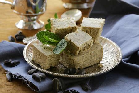 confect: Dolce tradizionale orientale di semi di girasole - halva