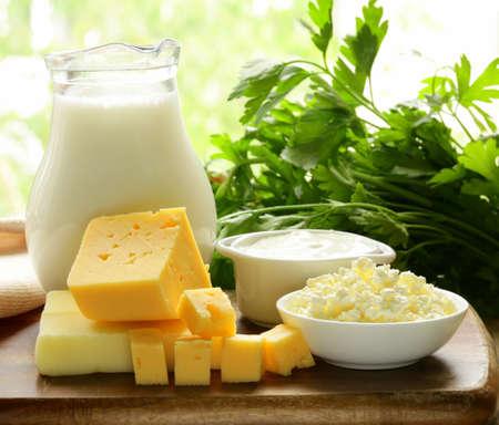乳製品牛乳、サワー クリーム、チーズ、カッテージ チーズの静物
