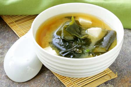 Japanische Miso-Suppe mit Tofu und Seetang Lizenzfreie Bilder