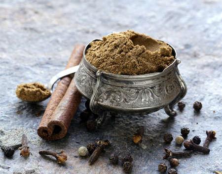 Mélange indien d'épices moulues garam masala
