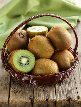 kiwi fruta: frutas tropicales frescas kiwi maduro dulce Foto de archivo