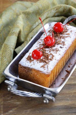 pound cake: pound cake with powdered sugar and berries Stock Photo