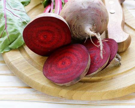 raw fresh organic beets with green leaves 版權商用圖片 - 28363910