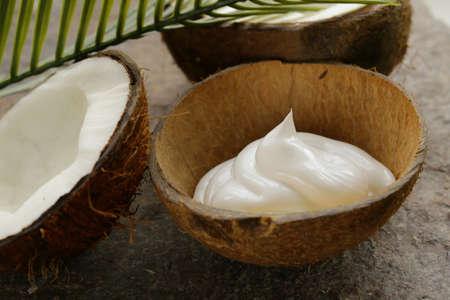 Hydratant crème de coco naturel pour le visage et le corps Banque d'images - 31903570