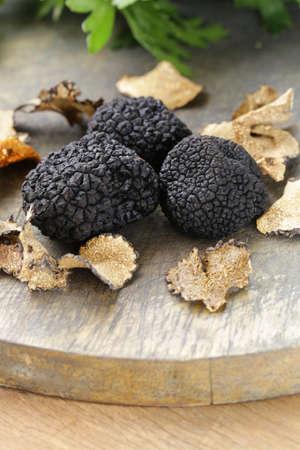 Cher rare truffe noire champignons - légumes gastronomique Banque d'images - 32148474