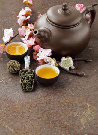 tea set (teapot, cups and different green tea) Standard-Bild