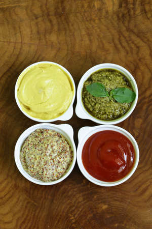 molhos: different types of sauces - ketchup, mustard, pesto