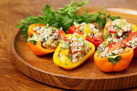 pimientos: pimientos ensalada de bocadillos rellenos de cuscús con verduras