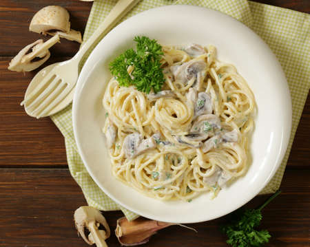spaghetti sauce: pasta carbonara with mushrooms, garlic and parsley Stock Photo