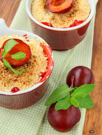 to crumble: warm crumble dessert with plums