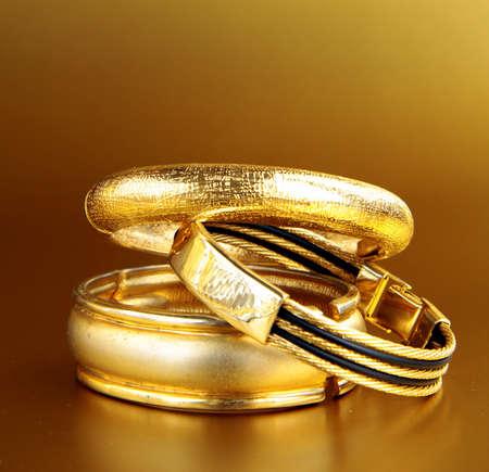 joyas de oro, brazaletes y cadenas. accesorios de lujo.