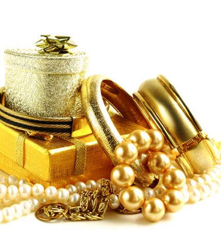 Les bijoux en or, des bracelets et des chaînes. Accessoires de luxe. Banque d'images - 65362425