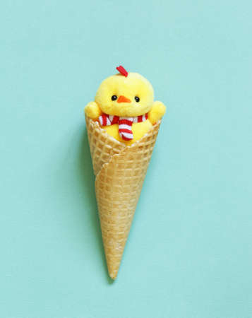 ice cream waffle horn with Easter decoration Banco de Imagens - 95072504