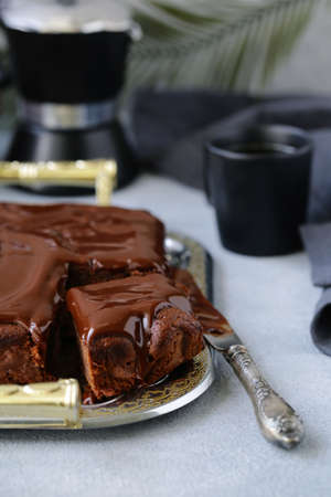 chocolate brownie cake with ganache Banque d'images - 118459849