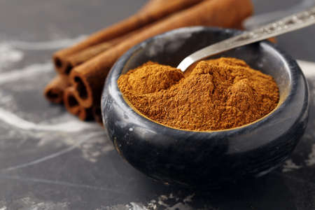 aromatic cinnamon spice for desserts and pastries Banque d'images - 118459929