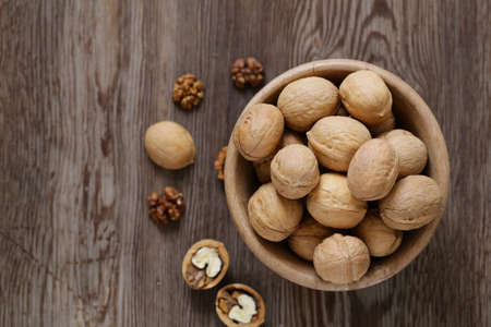 walnuts for a healthy diet on a wooden table Banque d'images - 118459934