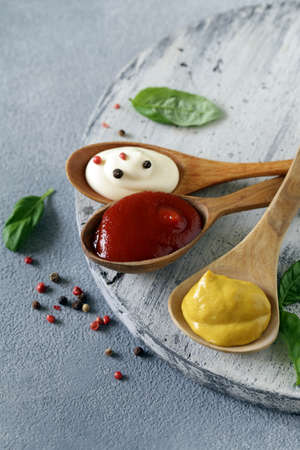 three variants of ketchup, mustard and mayonnaise sauce Banque d'images - 118460152