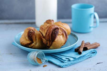 cinnamon buns, traditional Swedish baking Banque d'images - 118565428