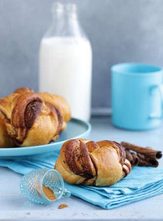 cinnamon buns, traditional Swedish baking Banque d'images - 118565429