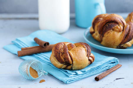 cinnamon buns, traditional Swedish baking Banque d'images - 118565430