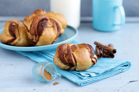 cinnamon buns, traditional Swedish baking Banque d'images - 118565431