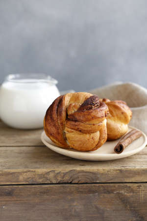 cinnamon buns, traditional Swedish baking Banque d'images - 118565434