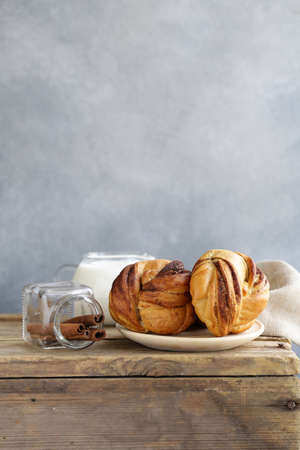 cinnamon buns, traditional Swedish baking Banque d'images - 118565435