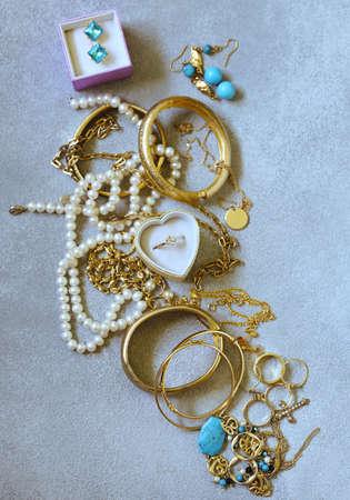 złota biżuteria - łańcuszki, pierścionki i bransoletki