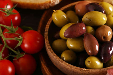 Kalamata red and green olives with herbs and herbs Banco de Imagens