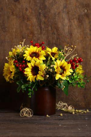 herfstboeket bloemen met zonnebloemen Stockfoto