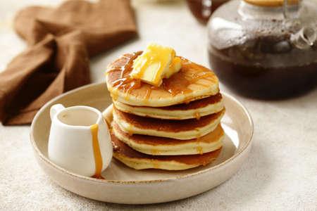 panqueques tradicionales americanos para el desayuno Foto de archivo