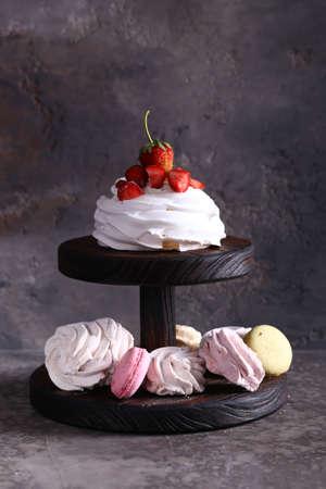 meringue desserts with fresh berries Archivio Fotografico