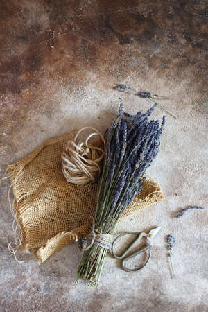 bouquet of dry lavender on a wooden table 版權商用圖片