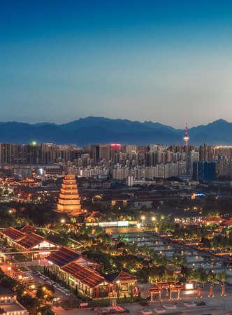 Nacht uitzicht op de stad met Dayan pagode