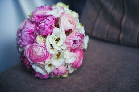 Wedding bouquet in pink, lies on the sofa 版權商用圖片