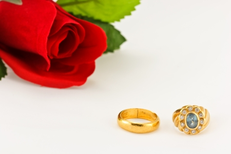 The golden rings for wedding and rose  photo