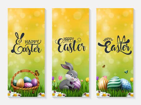 Sammlung von Osterbannern mit Ostereiern, kleinem Hasen und Korb im Gras Vektorgrafik