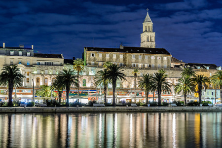 Promenade of city of Split at night, Croatia. Promenade and facade of city of Split is well-known in tourism. On photography there are walls of Diocletian Palace and tower of Saint Domnius cathedral. 版權商用圖片