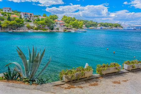 View at Island of Solta, place Rogac, in summertime Croatia mediterranean landscape. 版權商用圖片 - 60801415
