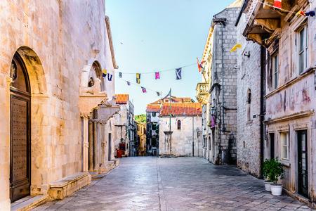 コルチュラ島の町、コルチュラ島、クロアチアのメイン広場で表示します。 写真素材