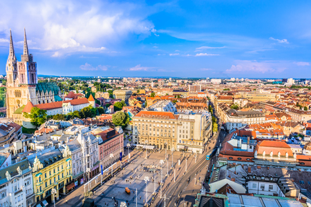 ダウンタウンには、ザグレブ クロアチアの首都都市、ヨーロッパの空撮。